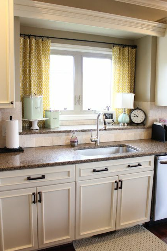 Gestaltung Küche Gardinen Lampe für Fensterbank Marmor Arbeitsplatte