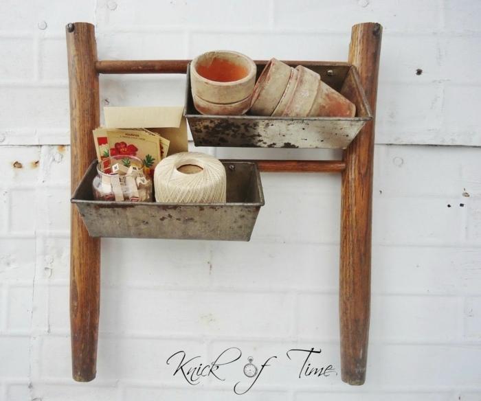 Weiterverwendung vom Teil eines Stuhls, hängend an der Wand, Upcycling Möbel, kreative Ideen,