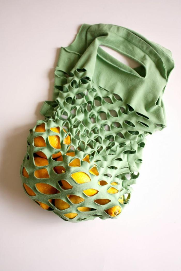 Altes T-shirt wiederverwenden, zu neuer Tasche umwandeln, Upcycling Ideen zum Selbermachen