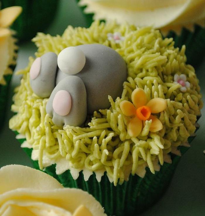 lustiges Backideen Ostern - der Osterhase hat das Cupcake satt gegessen