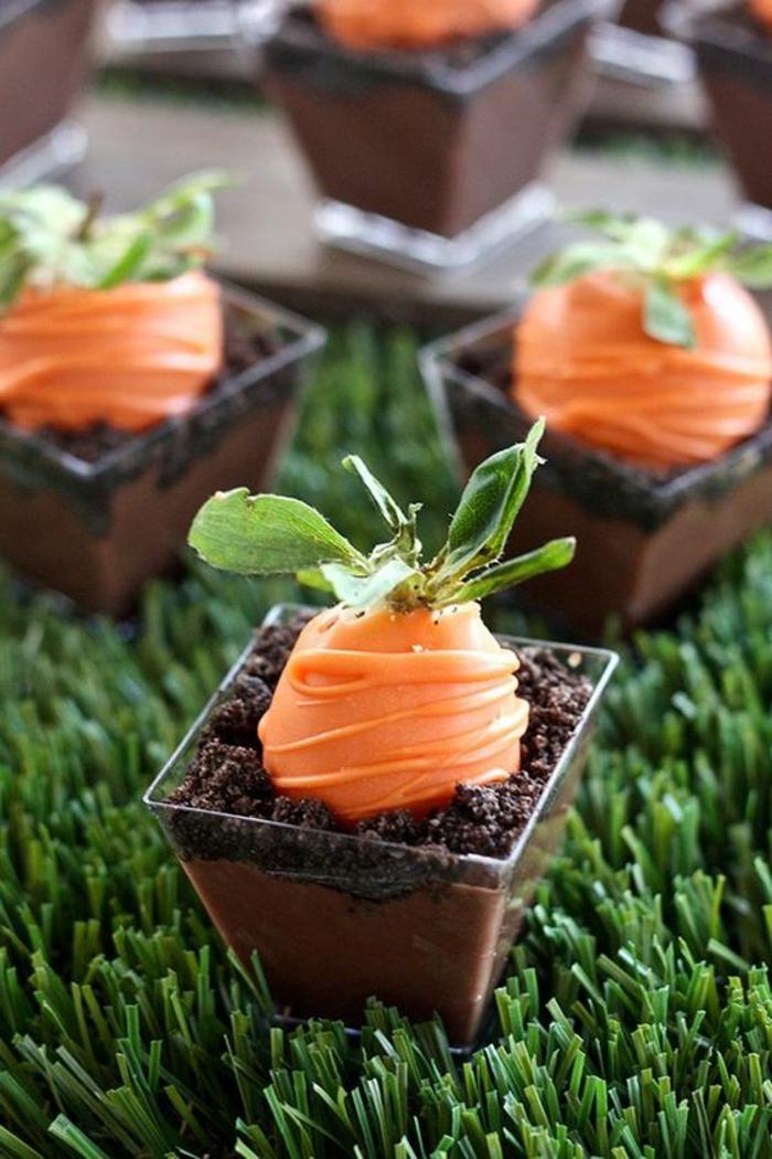 Rezepte zu Ostern - Schokolade und Karotten aus Erdbeeren wie aus dem Boden