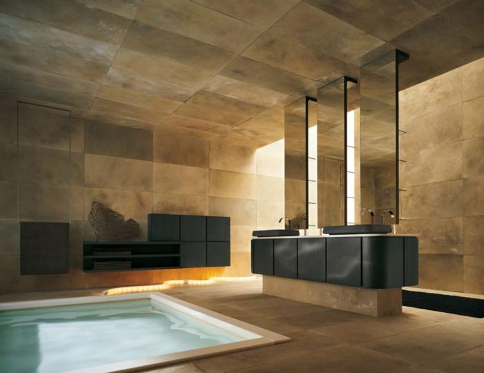 Luxus Badezimmer mit Schwimmbecken und enorme Fliesen drei Spiegel als Raumteiler - Badfliesen Ideen