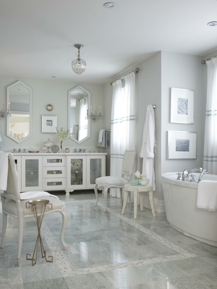 moderne Badfliesen Luxus Badezimmer Barock Stühle Spiegel mit geometrischer Form