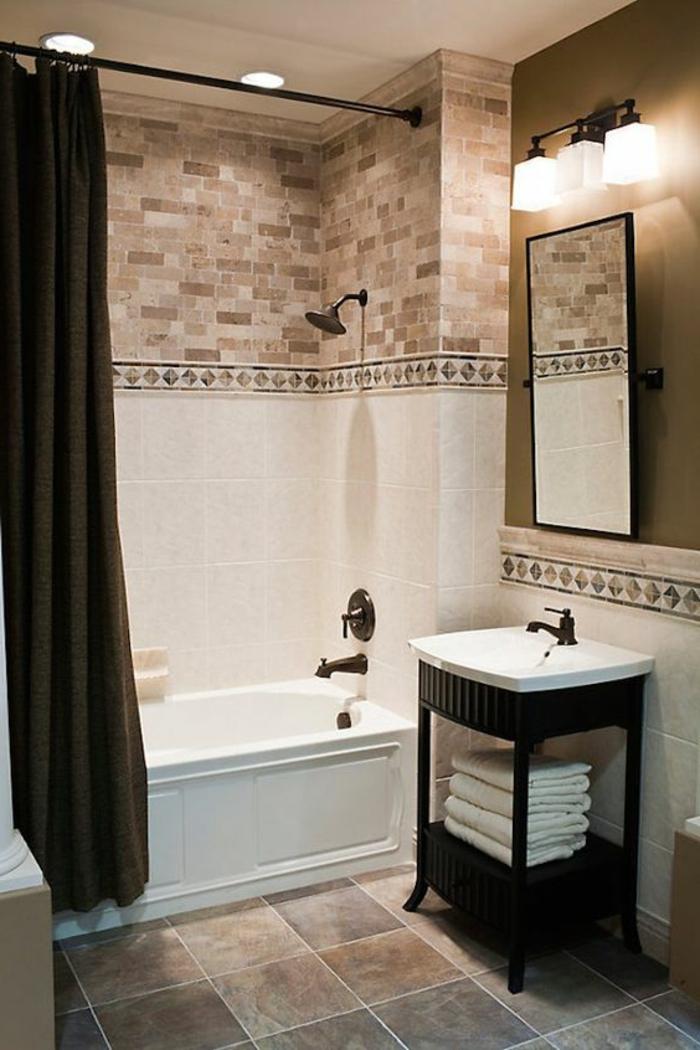 Fliesengestaltung Bad - drei Arten von Fliesen oben wie Backsteine, unten in weißer Farbe und braunen Bodenfliesen