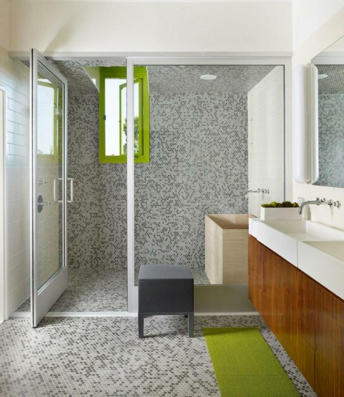 Fliesengestaltung Bad - alles voller Mosaikfliesen in schwarzer, weißer und grauer Farbe