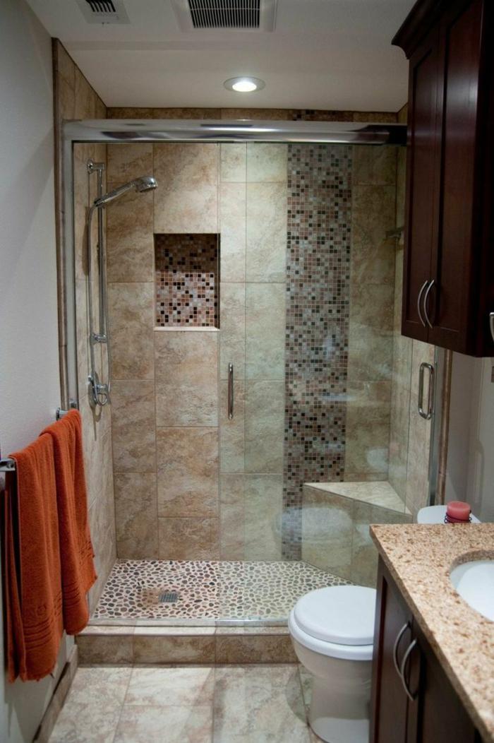 vier Arten von Fliesengestaltung Bad, walk in Duschkabine mit Deckenleuchten