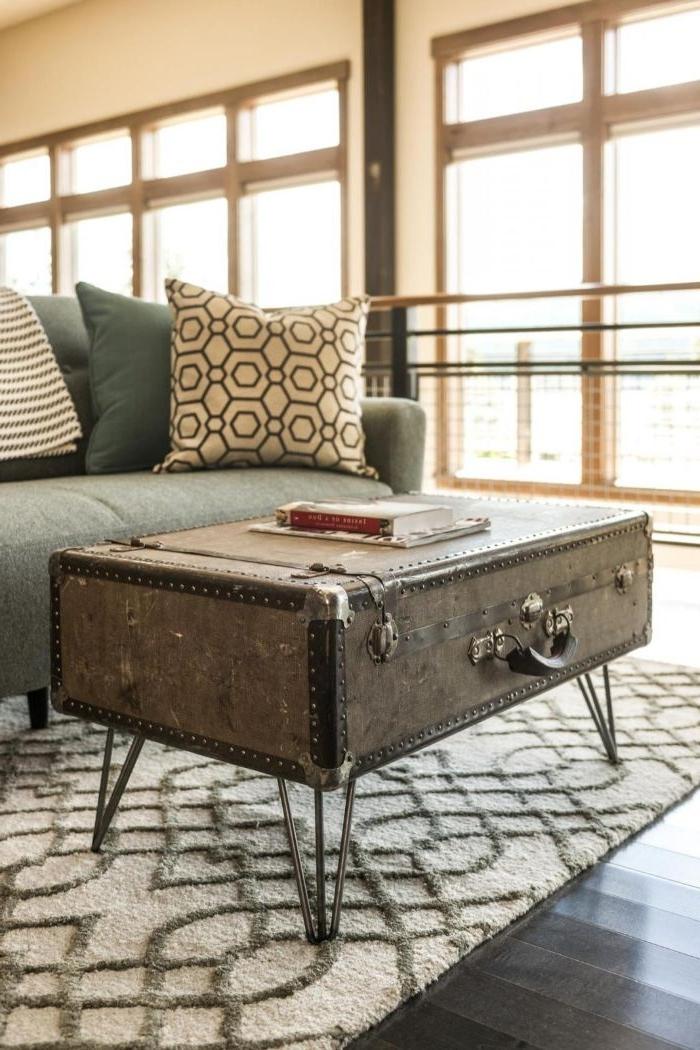 bastelideen für kinder und erwachsene, koffer zu einem tisch im wohnzimmer gestalten, kreative möbel