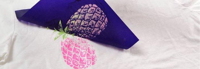 bastelideen für kinder und erwachsene, shirt mit bunter deko gestalten, rosa deko