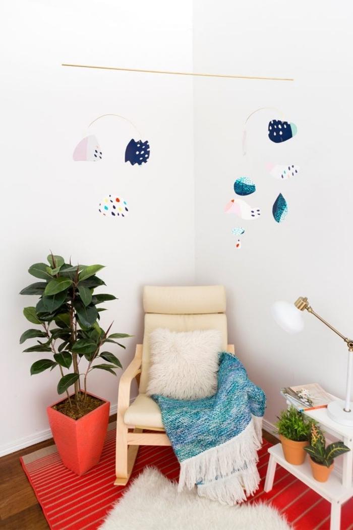 basteln für babys, babyzimmer dekorieren, selsbtgemachte mobile aus papier, diy bastelideen