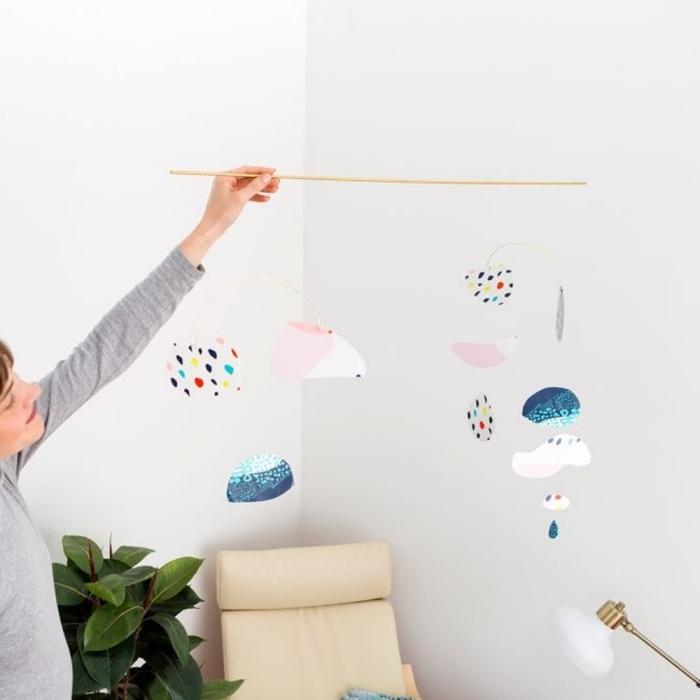 basteln für babys, diy dekoration für das babyzimmer, einfache anleitung, wolken aus papiertellern