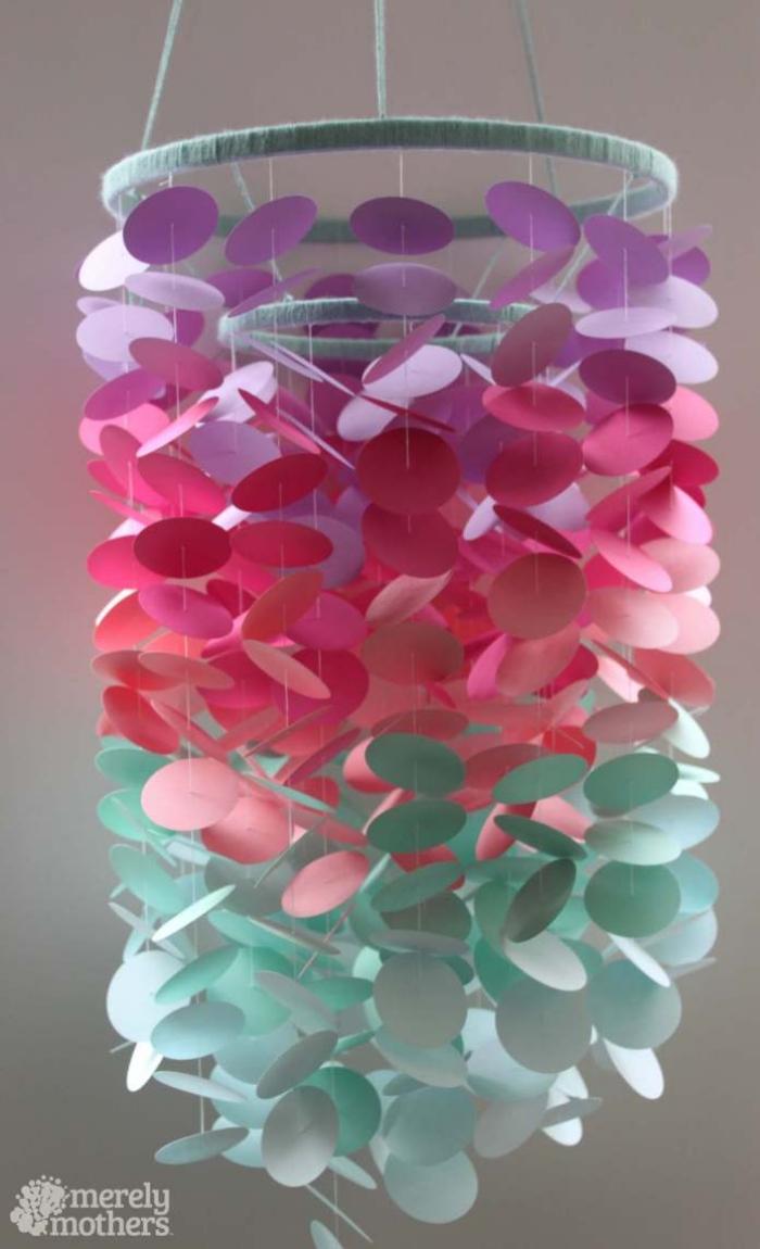 selbstgemachte mobile in ombre look, kreise aus buntem papier, basteln mit papier anleitung kostenlos