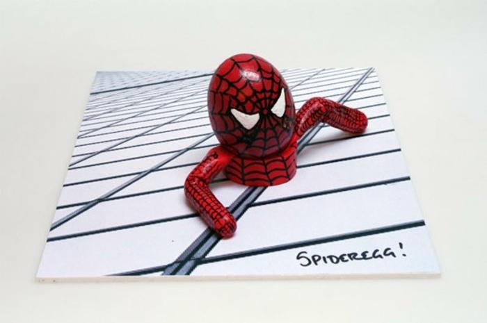 lustige Ostereier mit beliebten Helden wie Spiderman in roter Farbe mit einem schwarzen Netz