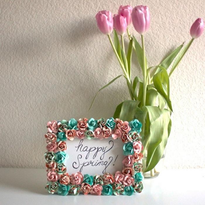 fotorahmen basteln und mit papierblumen dekorieren, vase, tulpen