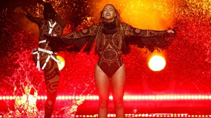 coachella mode beyonce ist auf dem show eingeladen und singt ihre top hits lieder musikfestival
