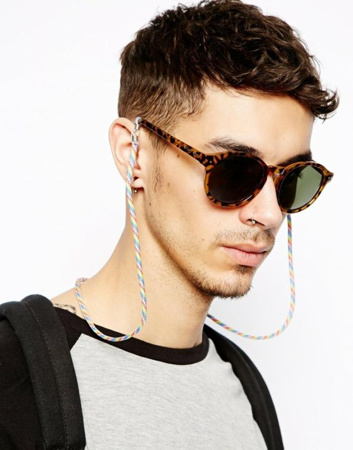 coachella mode brille mit kette bunte ideen extravagant männer leo print brille piercing nase ohren