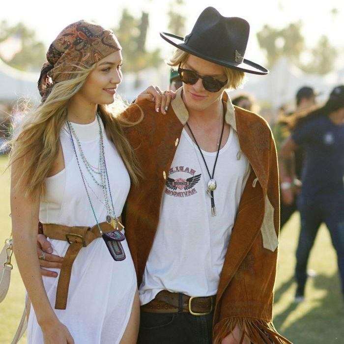 coachella festival mode für die beiden geschlechten weißes kleid weißes t-shirt kette gürtel hut
