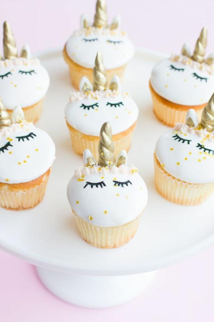 cupcakes wie kleine einhörner aus fondant verzieren