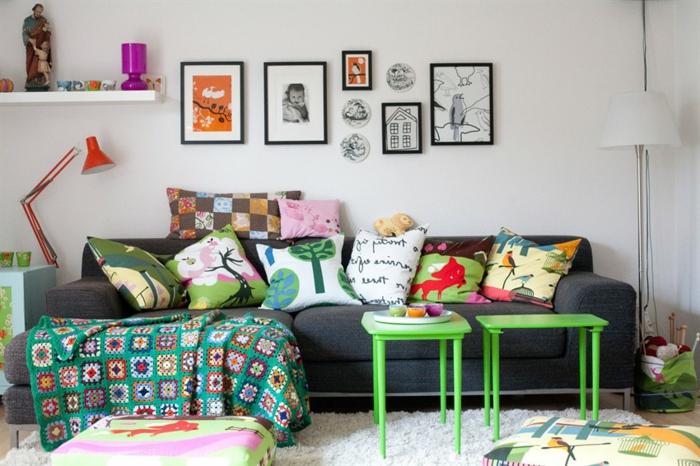 eine süße Idee für Couchdeko mit Kissen mit unterschiedlichen Waldmotiven