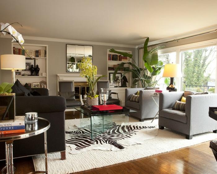 Wohnzimmer gestalten: Teppich mit animalistischen Motiven als Akzent im Haus