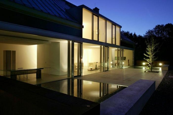 terrassengestaltung ideen großes haus gute beleuchtung lampen abend nacht foto einziartig