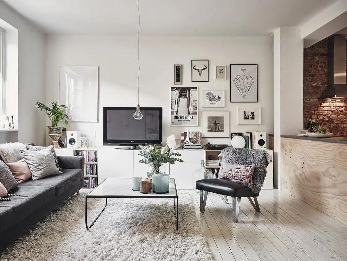 deko wohnzimmer modern ideen im orientalischen stil touch elegant, weißer teppich auf dem boden, fernseher, wandbilder, sessel