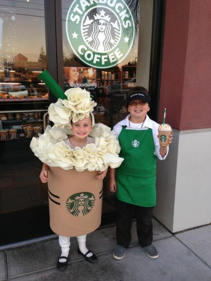 eine Werbung von Starbucks wie DIY Faschingkostüm - Latte und Angestellter