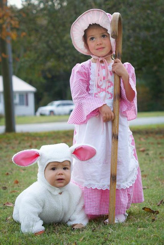 Geschwister DIY Kostüm - das Baby ist nicht so glücklich Schaf zu sein