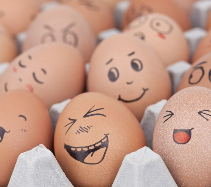 lustige Eier mit Gesichter voller Freude - Eier mit Filzstift bemalen