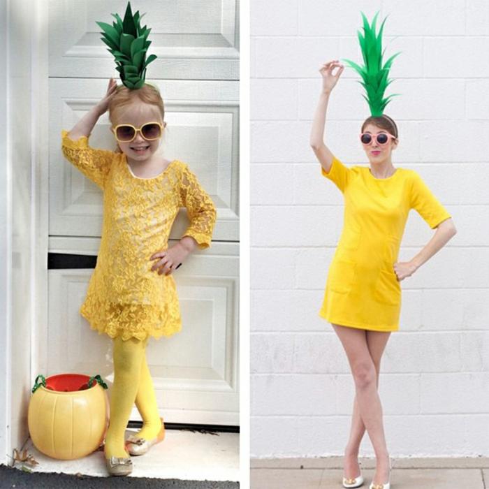 ein kleines Mädchen und eine Frau wie Ananas gekleidet