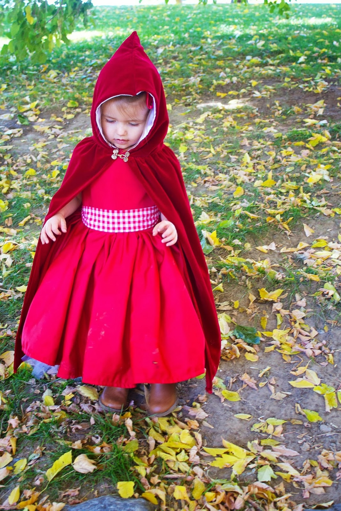 das Rotkäppchen mit einem roten Kleid - Kostüm zum Selber machen