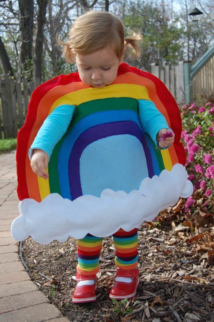 Regenbogen Kostüm zum Selber machen für ein junges Mädchen