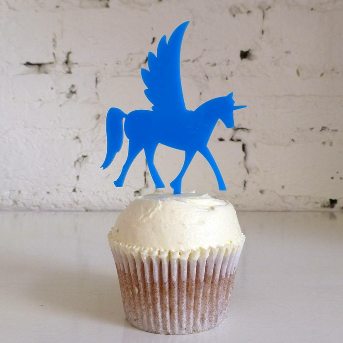 einhorn kuchen - hier ist ein blaues fliegendes einhorn