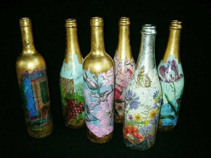 fünf goldene flaschen mit servietten und schönen blumen - eine tolle idee für serviettentechnik