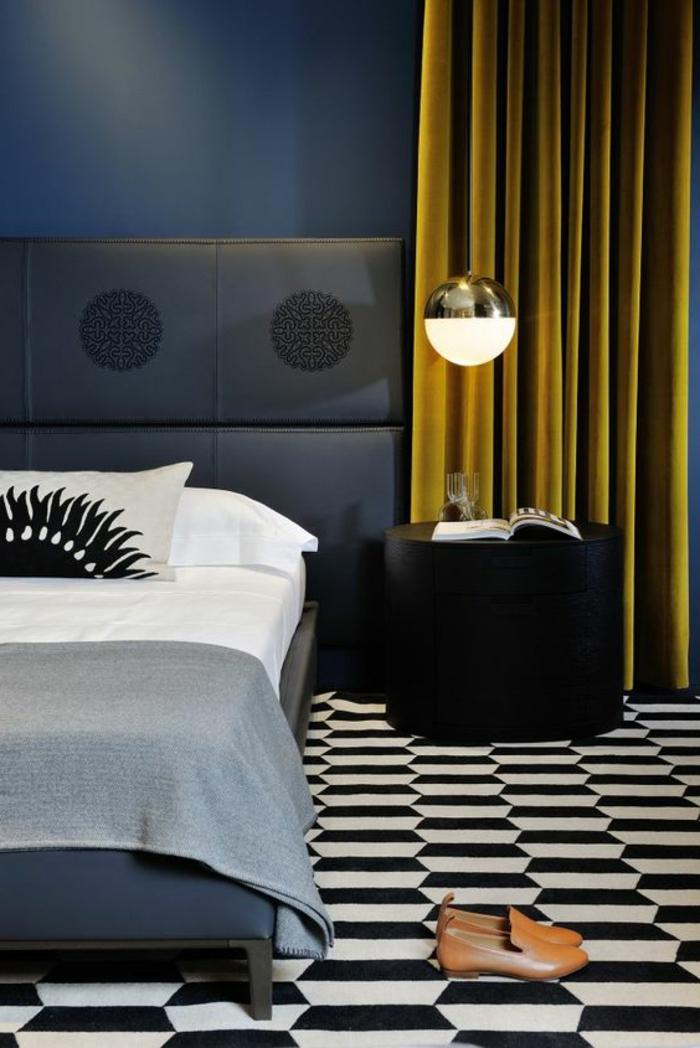 gelber, blickdichter vorhang im schlafzimmer