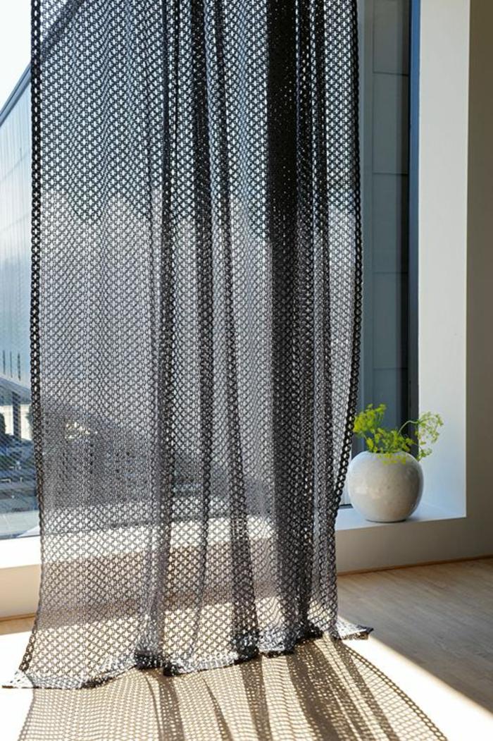 moderne, transparente gardinen in schwarz für eine interessante fenstergestaltung