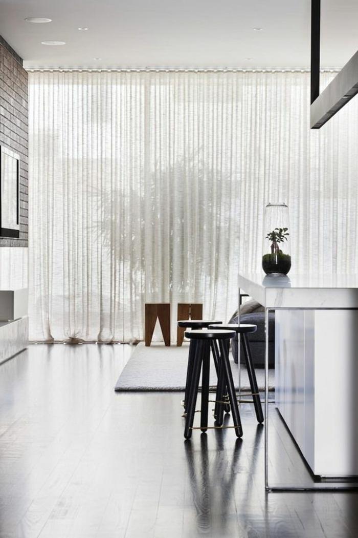 elegante, transparente, weiße gardinen in der küche