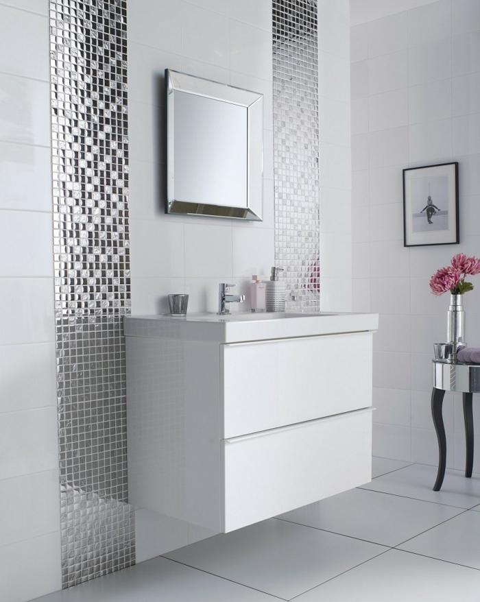 silberne Streifen auf weißem Hintergrund - Bäder Fliesen Ideen