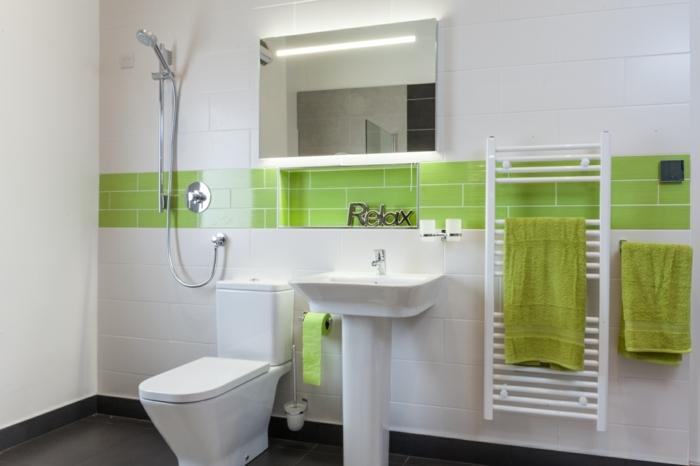 Bad Fliesen Beispiele - grüne und weiße Kacheln und Aufschrift Relax