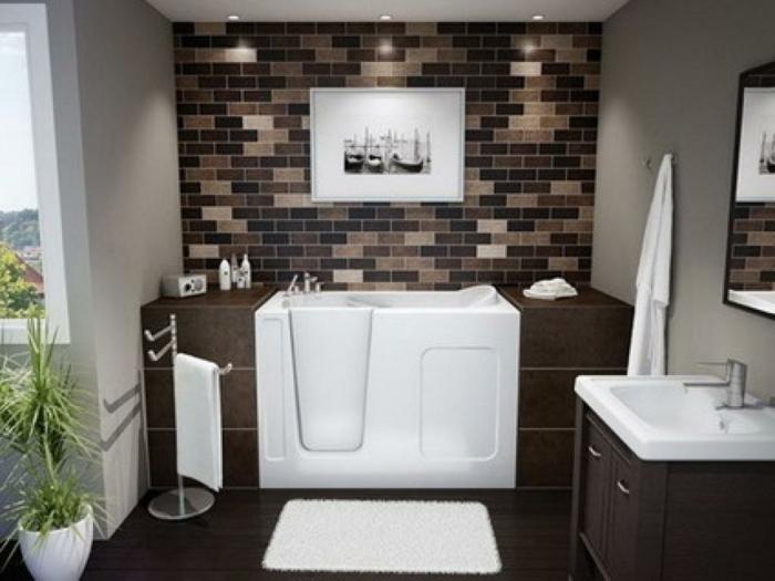 frisches Bild mit Schiffen im Badezimmer braune Mosaikfliesen -Waschbecken für Baby
