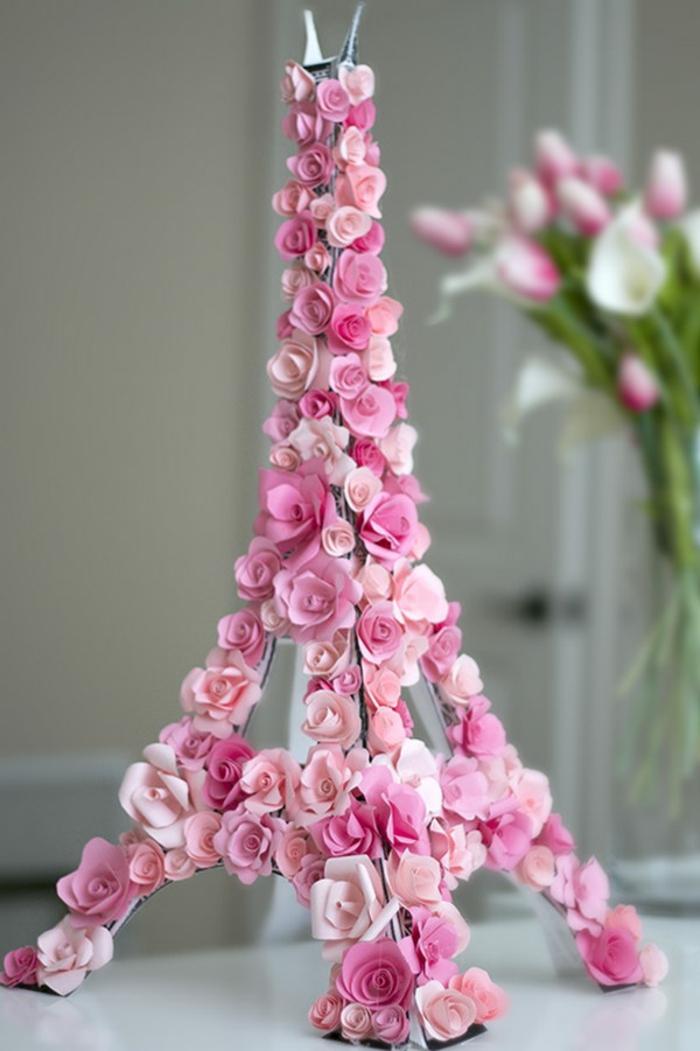 aiffel tower aus karton und rosen, frühlingsdekoration