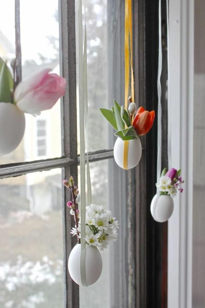 hängende vasen aus eierschalen mit blumen, tulpen, fenster, fensterdeko