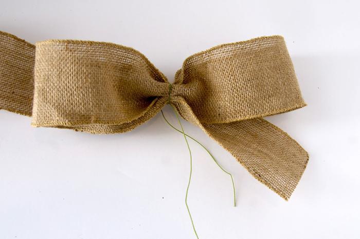 frühlignsdeko selber machen, schleife aus leinen binden