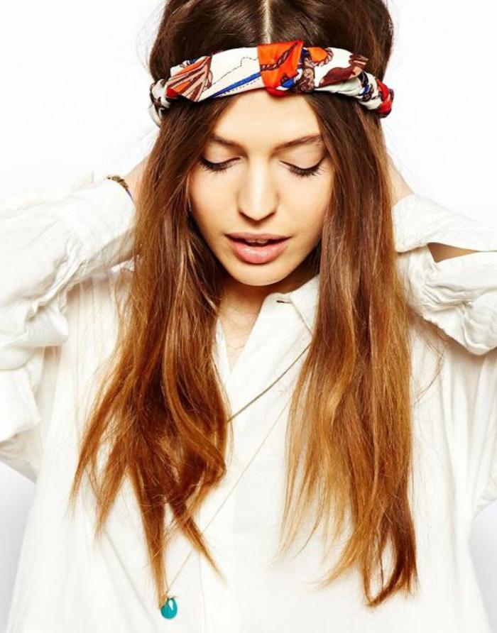 weißes hemd, mittellangen braunen haaren, buntes haartuch