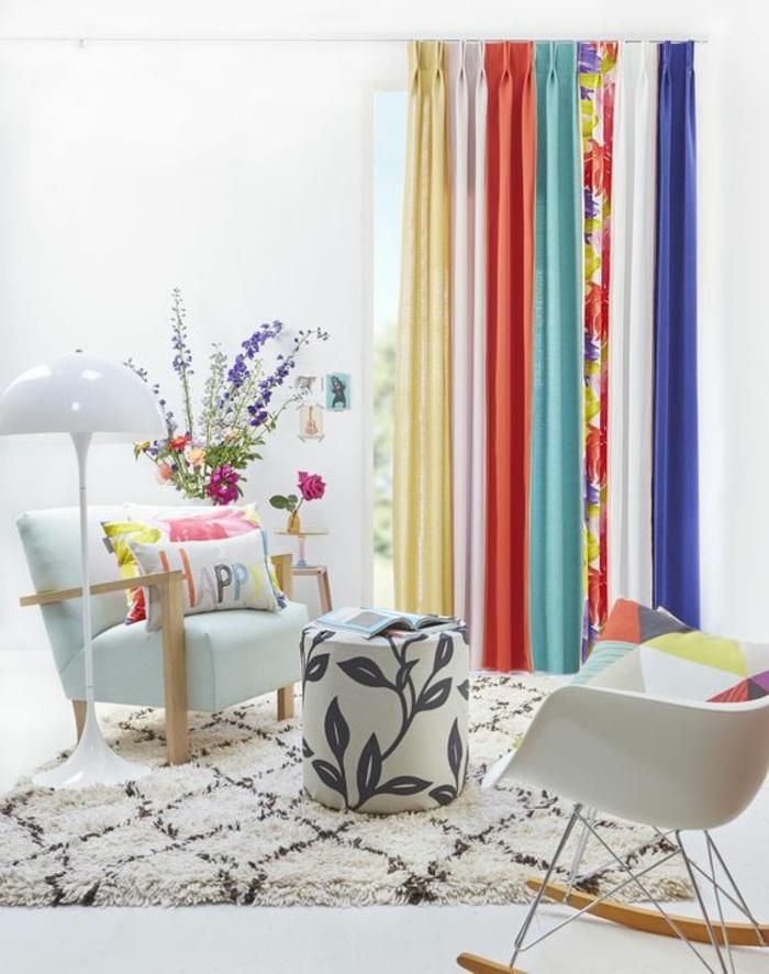 kreative fenstergestaltung mit vorhang in verschiedenen farben