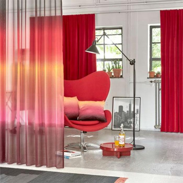 schöne rote vorhänge und hübsche transparente gardinen
