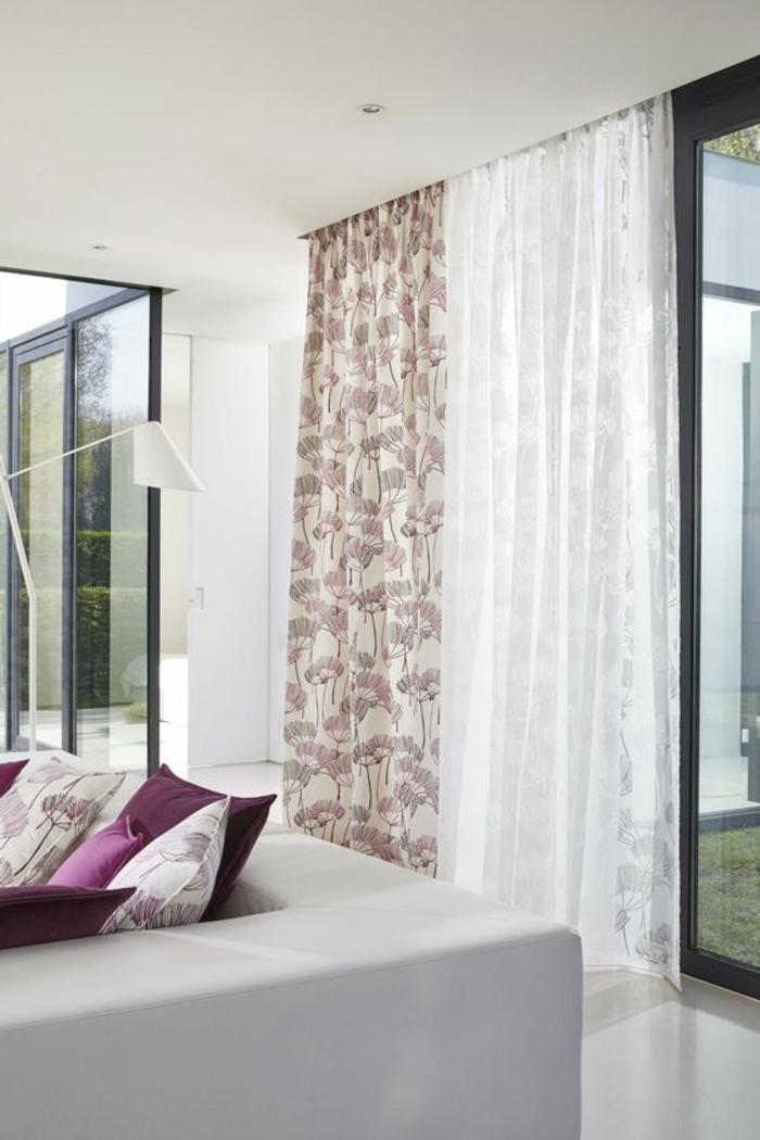 moderne vorhänge in weiß und rosa für das wohnzimmer