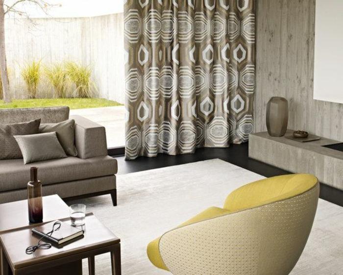 moderne vorhänge in beige und weiß als akzent im wohnzimmer