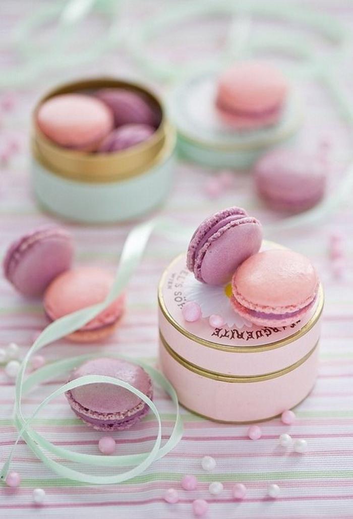 gastgeschenke, hochzeit, franzoesische macarons, rosa, lila, lecker