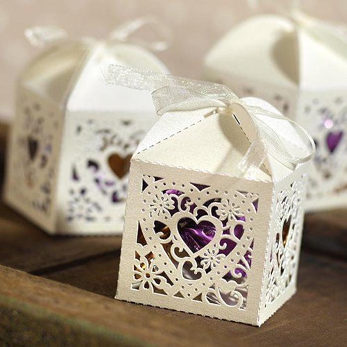 hochzeit, faltenschachtel mit bonbons, verpackung, weiss, lila, geschenke