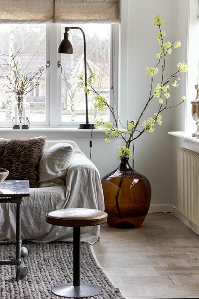 Dekotipps Frühling Faltstore gemütliches Wohnzimmer gestalten